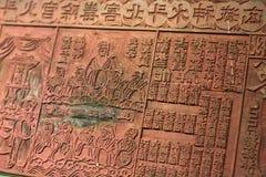 汉语在木老的打字原稿上写字 免版税图库摄影