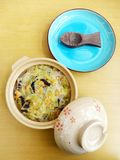汉语搅动油炸物盘骨髓&干虾 库存照片