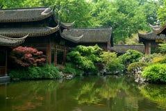 汉语经典庭院池塘 库存图片
