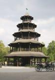 汉语英语庭院慕尼黑塔 免版税图库摄影