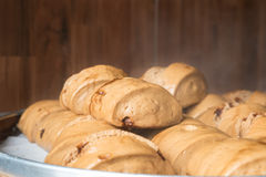 汉语蒸了小圆面包或馒头山竹篮子的在市场上 库存照片