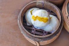 汉语蒸的乳脂状的乳蛋糕小圆面包;亚洲盘 库存照片