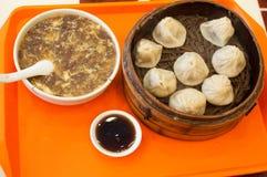 汉语蒸的小圆面包充塞用水多的猪肉 免版税图库摄影