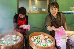 汉语蒸的小圆面包在长崎唐人街 免版税库存图片
