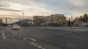 汉诺威,德国- 2017年12月29日:公共交通工具调动中止在汉诺威 4K时间间隔 股票视频