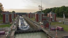 汉诺威,德国- 2018年5月20日:在内陆的运河的Anderten锁在汉诺威,德国附近 时间间隔 影视素材