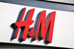 汉诺威/德国- 11/13/2017 - H&M商标的图象-塑造商店 免版税库存图片