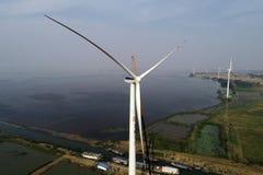 江苏hongze湖:从风hongze湖风力的电遇见第一检修 免版税图库摄影