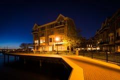 江边公寓在晚上,在小行政区,巴尔的摩, Ma 免版税图库摄影