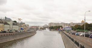 江边和戏院的议院 库存图片