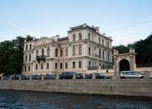 江边和运河在圣彼德堡,俄罗斯 库存图片