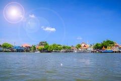 江边村庄在曼谷 免版税图库摄影