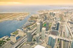 江边的Ontario湖的-概要多伦多摩天大楼为 免版税图库摄影