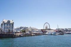 江边从海看见的开普敦 免版税库存照片