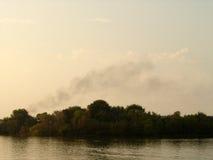 池反映烟水 库存照片
