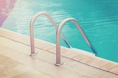 池台阶游泳 免版税图库摄影
