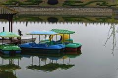 水池和小船 图库摄影