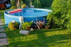 池在庭院里 免版税库存图片