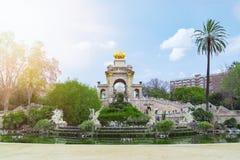 池塘和喷泉在Parc de la Ciutadella,巴塞罗那 库存照片
