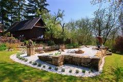 池塘和庭院 图库摄影