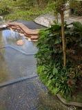 池塘和自然在拱廊 免版税库存图片