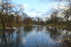 池塘在体育公园在杜廷赫姆 库存图片