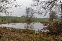 池塘在秋天 库存图片