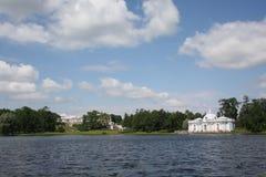池塘在Tsarskoye Selo 免版税库存图片