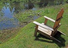 池塘就座 免版税图库摄影
