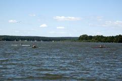池塘的划船者 免版税库存照片