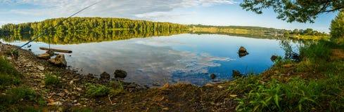 池塘镇静表面  免版税库存照片