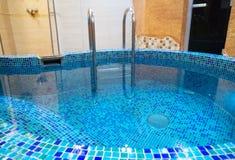 池小的游泳 库存照片