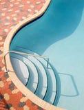 池手段游泳 免版税库存图片