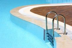 池手段游泳 图库摄影
