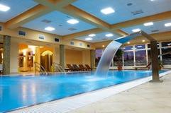 池放松游泳 库存照片