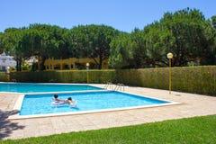 池游泳伞水 库存图片