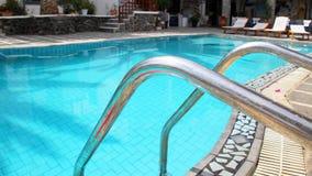 池游泳伞水 库存照片