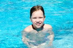 池的女孩 库存图片