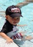 水池的小孩 免版税库存照片
