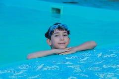 池的男孩 库存图片