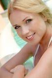 池的美丽的妇女 免版税库存照片