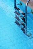 池部分游泳 免版税库存照片