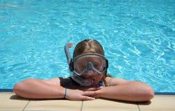 池snorkling的游泳 库存照片