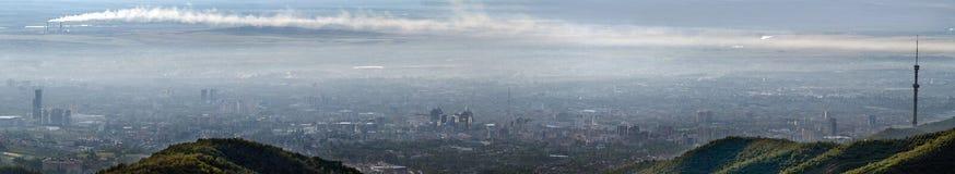 污染城市的全景图象 免版税库存照片