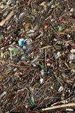 污染水表面的残骸巨大的储蓄 库存图片