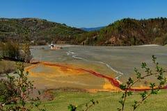 污染的矿泉水在罗希亚蒙塔讷5 免版税库存照片
