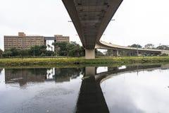 污染Pinheiros河 图库摄影