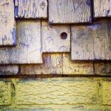 污浊的黄色墙壁的细节 免版税库存照片