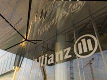 污迹玻璃窗和入口到安联塔里 Il Dritto,平直一个 米兰,意大利 库存图片