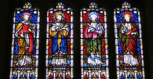 污迹玻璃窗在英国教会里 库存照片